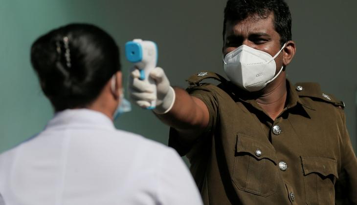 Halka 'kutsal iksir' içirten Sri Lanka Sağlık Bakanı koronavirüse yakalandı