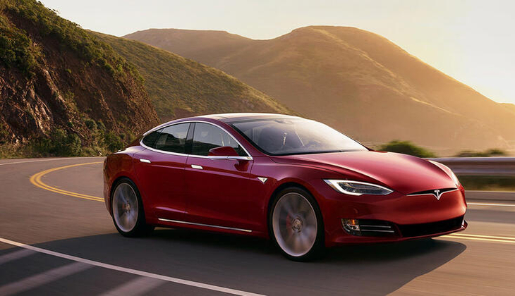 Tesla 135 bin aracını geri çağıracak