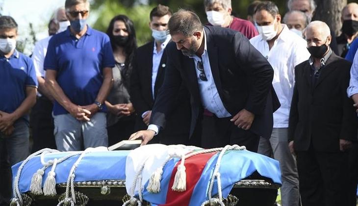 Carlos Menem Müslüman mezarlığında toprağa verildi