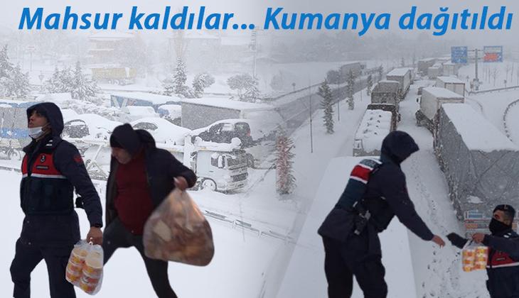 Son dakika... Balıkesir-Susurluk yolu 15 saattir kapalı! Kar esareti