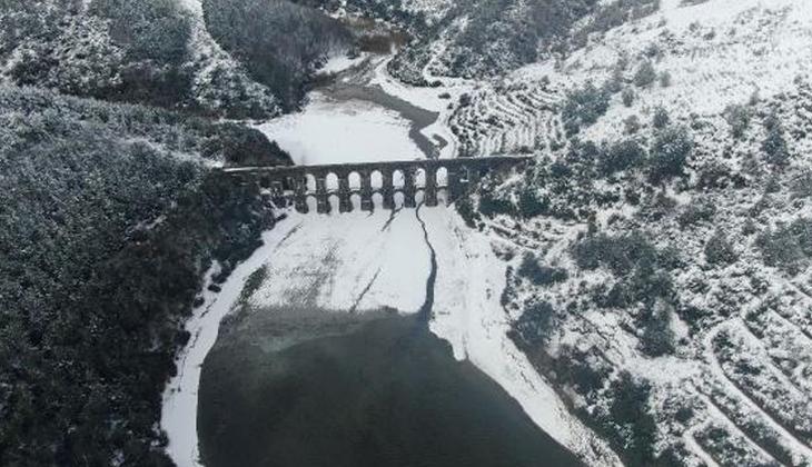 Sokaklardan toplayıp baraj bölgesine taşıyorlar! İstanbul'da kar hareketliliği