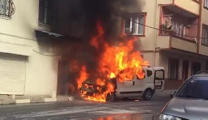 Kağıthane'de büyük panik! Alev alan araç doğal gaz kutusuna çarptı