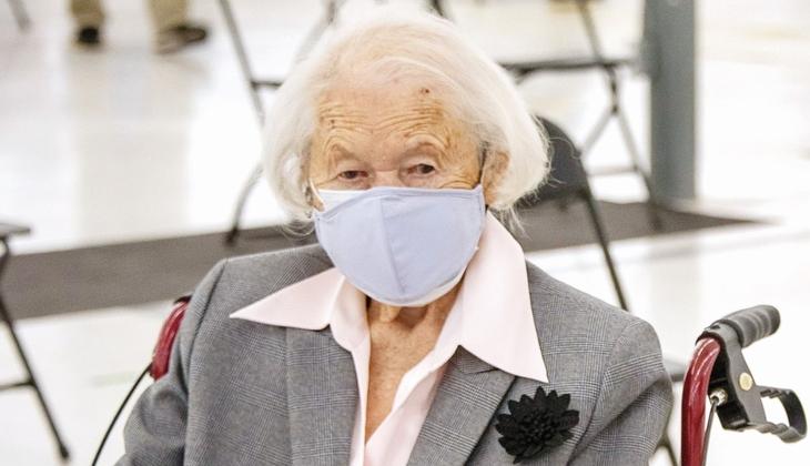 Aşı olan en yaşlı kişi