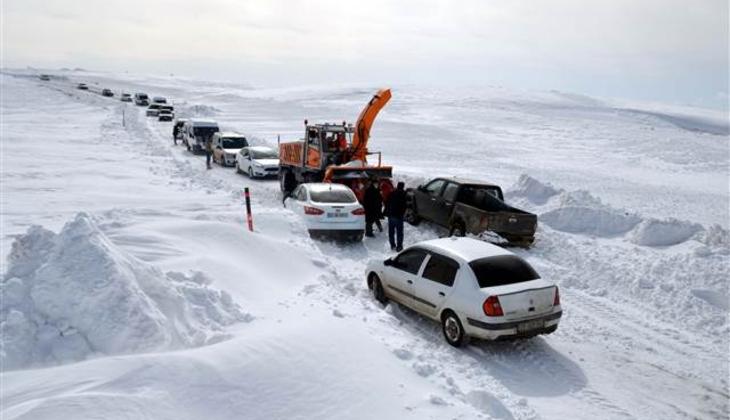 Muş'ta tipide araçlarıyla mahsur kalan yaklaşık 100 kişi kurtarıldı