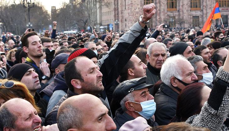 Ordu muhtıra verdi, Paşinyan 'darbe girişimi' dedi... Ermenistan karıştı!