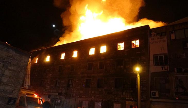İzmir'de bir atölyede korkutan yangın!