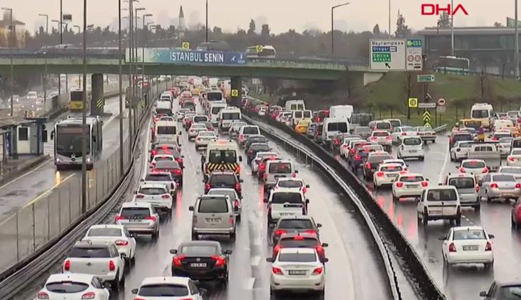İstanbul'da kısıtlama sonrası trafik yoğunluğu!