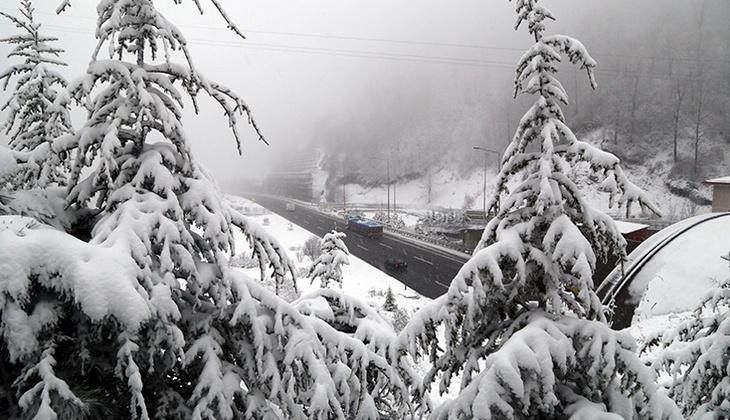Bolu Dağı'nda yoğun kar yağışı!