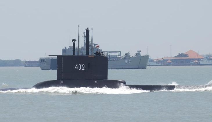Son dakika: Endonezya'daki kayıp denizaltının ilk parçası bulundu!