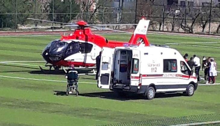 Malatya'da kalp krizi geçiren hasta, stada inen ambulans helikopterle hastaneye taşındı