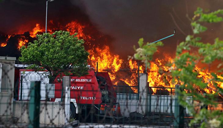 Osmaniye'de geri dönüşüm fabrikasında yangın paniği