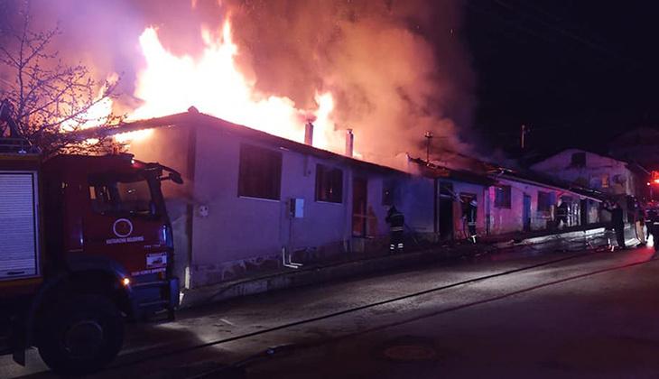 Kastamonu'da yangın paniği! 4 ev alevlere teslim oldu