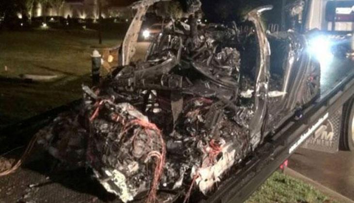 Tesla'dan ölümlü kaza sonrası açıklama: Sürücü koltuğu boş değildi!