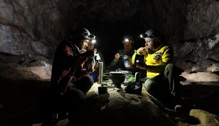 Dünya bu 15 kişiyi konuşuyor! 40 gün boyunca mağarada yaşadılar, çıkınca söyledikleriyle şaşırttılar