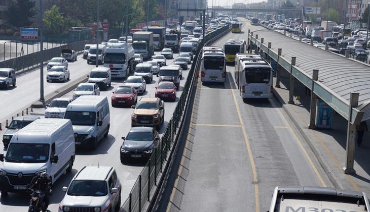 Tam kapanmanın ilk gününde toplu ulaşım ve trafikte yoğunluk! Ek sefer konuldu