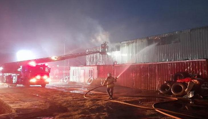 Arnavutköy'de izolasyon malzemesi üreten fabrikada yangın!