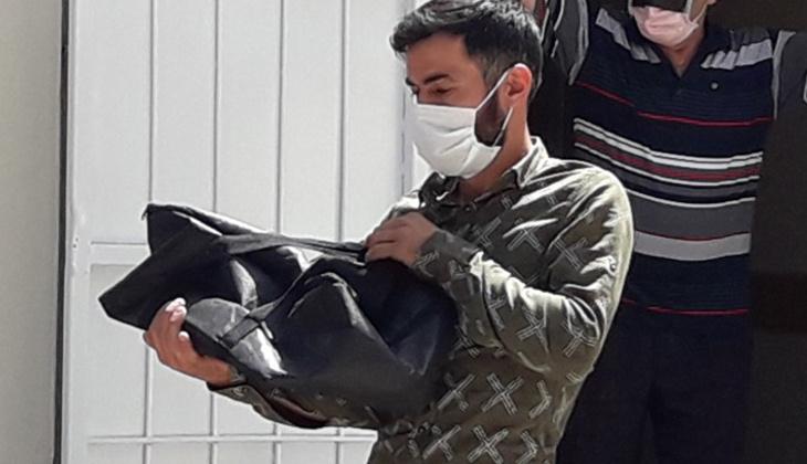 Bir babanın en acı anı! Bebeğinin cansız bedenini kucağında taşıdı