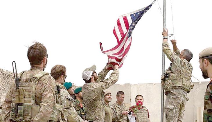 20 yıl sonra devir teslim! Amerikan bayrağı indi Afgan bayrağı çekildi