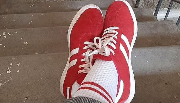 Belarus'ta akılalmaz olay... Kırmızı beyaz ayakkabı ve çorap giyen kadına 7bin 500 TL'lik ceza!
