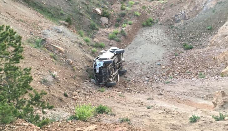 Kamyonet şarampole devrildi! Karı- koca öldü, 4 kişi yaralandı