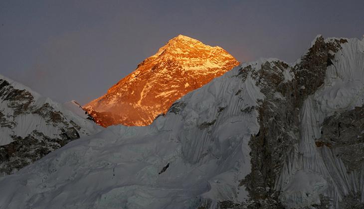 En 'yaşlı' ve en 'hızlı'... Everest'te çifte rekor!