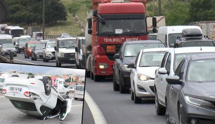Son dakika... Bahçeşehir TEM'de araç takla attı, trafik kilitlendi