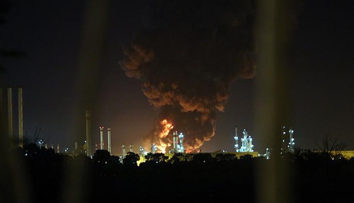 İran'da petrol rafinerisinde yangın: Faaliyetler durduruldu