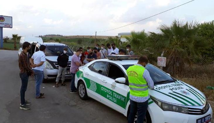 Adana'da 8 kişilik minibüste 14 yolcu
