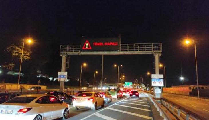 İstanbul'da peş peşe araç yangını! FSM Köprüsü'nden sonra Avrasya Tüneli'nde de araç yandı! Trafik kilitlendi