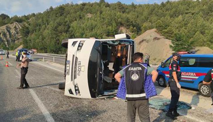 Lösemili çocukları taşıyan midibüs devrildi: 25 yaralı