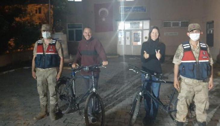 Bisikletle Türkiye turuna çıkan İsviçreli turistler büyük şok yaşadı!