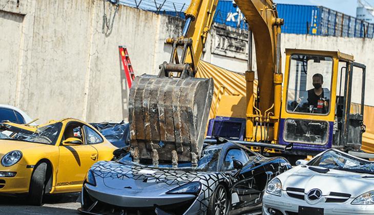 Kaçak otomobiller hurda oldu... Lüks araçları böyle parçaladılar!