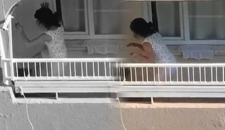 Son dakika... Adana'da infial yaratan görüntüler! Balkonda tekme ve yumrukla saldırdı
