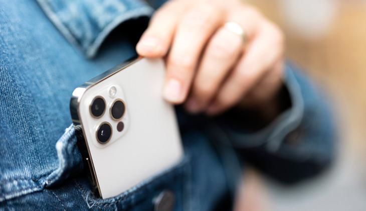Telefonumuzun kamerasından izlendiğimizi nasıl anlayabiliriz? İki ipucuna dikkat...
