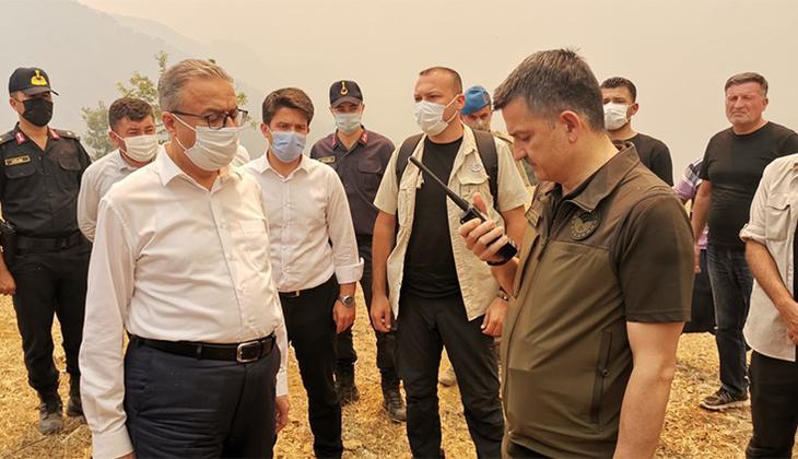 Son dakika... Mersin'in Aydıncık ilçesindeki yangın 2 gündür sürüyor! Bakan Pakdemirli telsizle anons etti, üs bölgesi boşaltılıyor