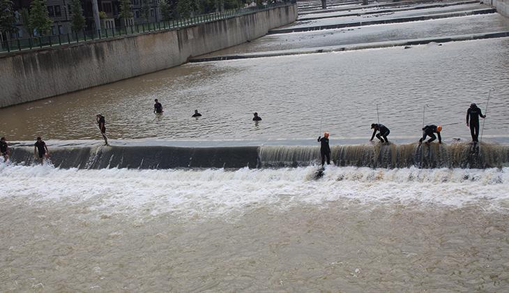 Rize'deki selde kaybolan 2 kişi aranırken Meteoroloji'den yeni uyarı geldi! Yarına dikkat...