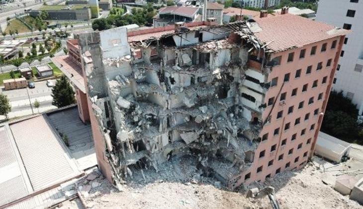 Tarihi Haydarpaşa Numune Hastanesi'nin dahiliye binası yıkılıyor