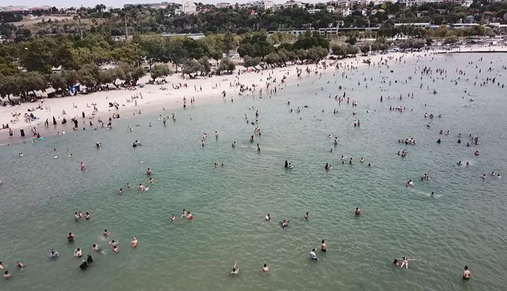 İstanbul'da sıcaktan bunalan soluğu Menekşe Plajı'nda aldı! Adım atacak yer kalmadı