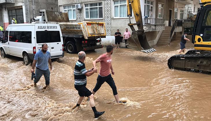 Son dakika... Meteoroloji, Doğu Karadeniz için yağış uyarısı yapmıştı! Artvin Arhavi ilçesinde iki mahalle sular altında