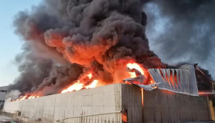 Silivri'de plastik fabrikasında yangın çıktı!