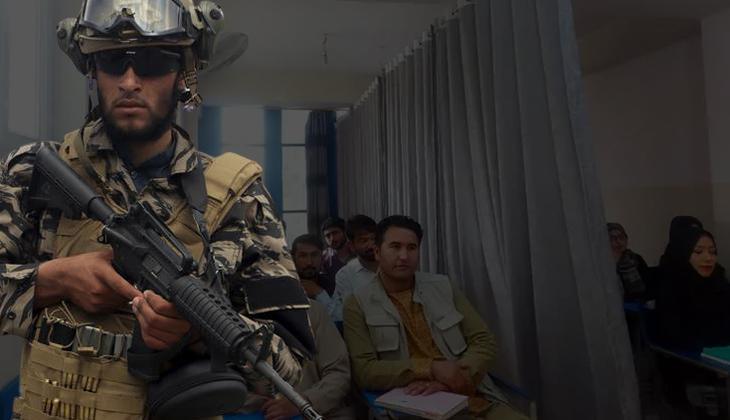 Afganistan'da ilk eğitim günü! Sosyal medya bu kareyi konuşuyor...