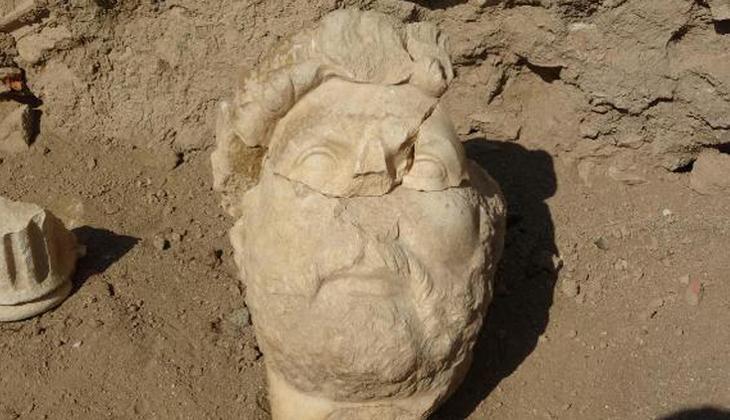 Aydın'da Roma İmparatoru Hadrianus'un heykelinin parçaları bulundu