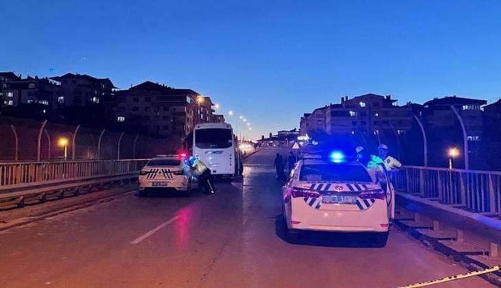 Ankara'da feci kaza! Servis aracı ile otomobil çarpıştı: 3 ölü, 2 yaralı