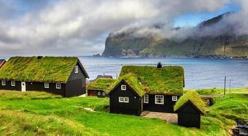 Yeşil ve mavinin buluştuğu sıra dışı bir ülke...Sadece üç trafik ışığı var, hapishane yok, evlerin çatısı çim hatta...
