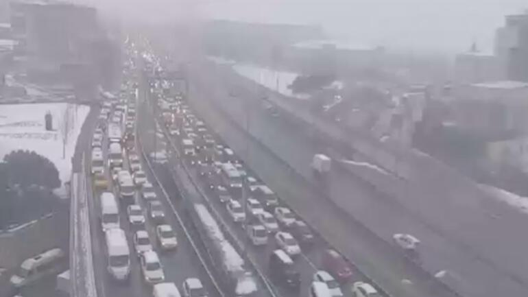 D-100'de yoğun trafik Bazı noktalarda trafik tamamen durdu…