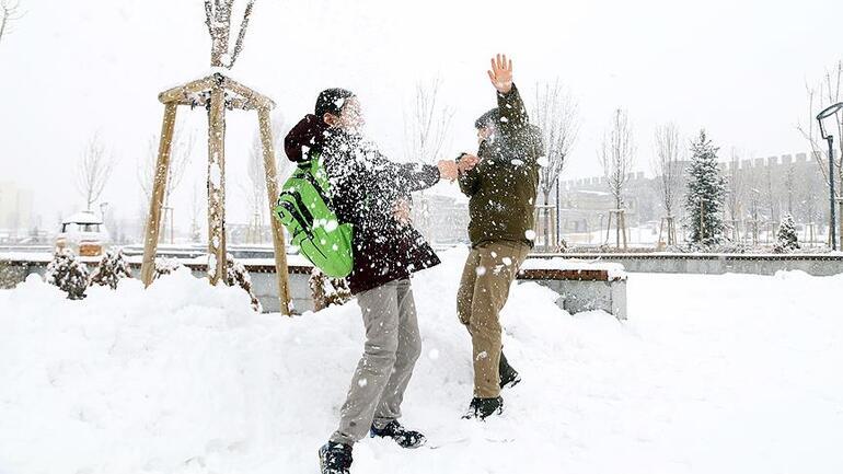 18 Şubat'ta okullar tatil mi Kar tatili haberleri için heyecanlı bekleyiş