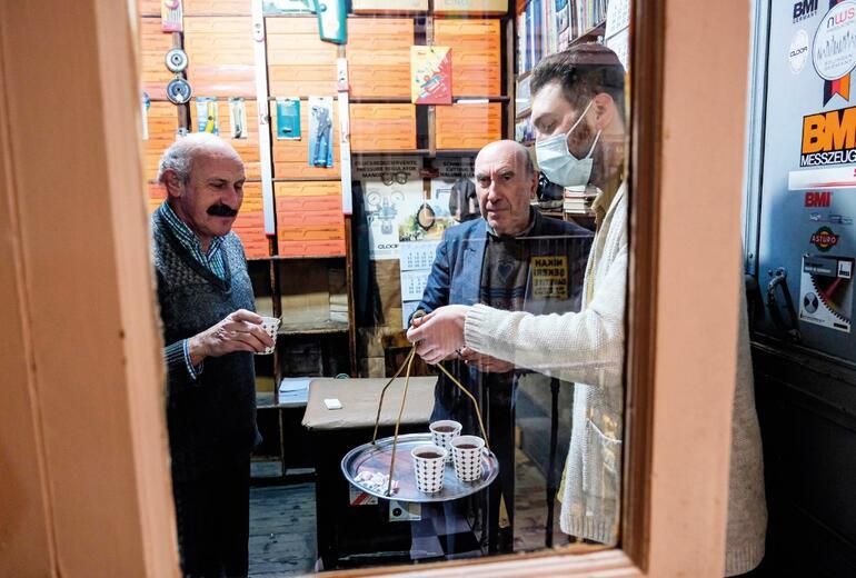 Fakirin ocağında çay sattım Sıcak dağıtmak marifet istiyor