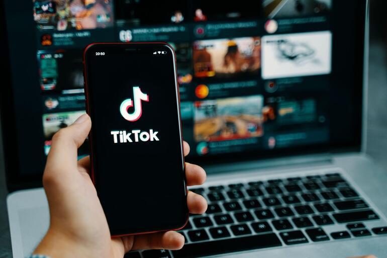 TikTok canlı yayınlarda paralar havalarda uçuşuyor