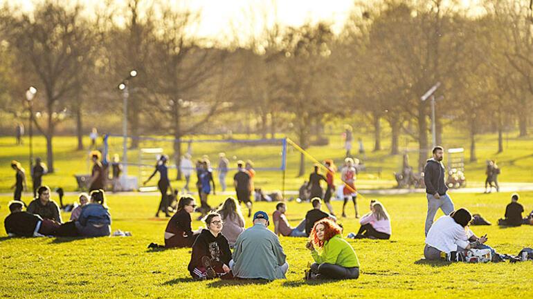 Aşıdaki hız fark yarattı: İngiltere'de iyimser, AB'de karamsar tablo