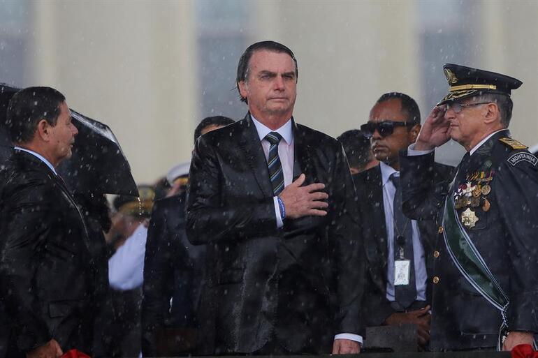 Son dakika haberler... Brezilyada büyük kriz: Kovid ölümleri rekor kırıyor, tüm komutanlar istifa etti